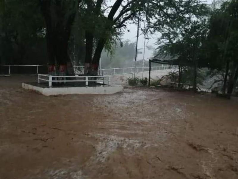 Lluvias colapsan arroyos en Amatlán de Cañas