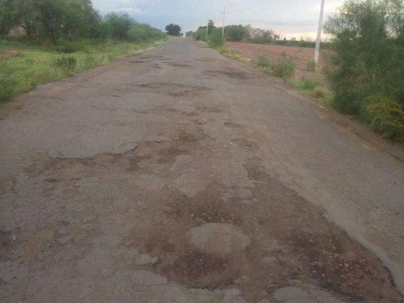 Lluvias dejan daños en carreteras