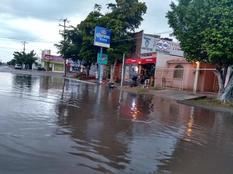 Lluvias dejan encharcamientos en Los Mochis