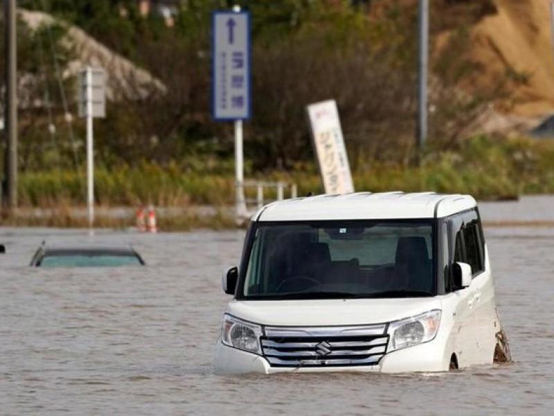 Lluvias dejan inundaciones y deslaves en Tokio