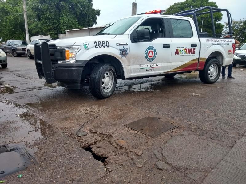 Lluvias dejan nuevo socavón en calle Degollado