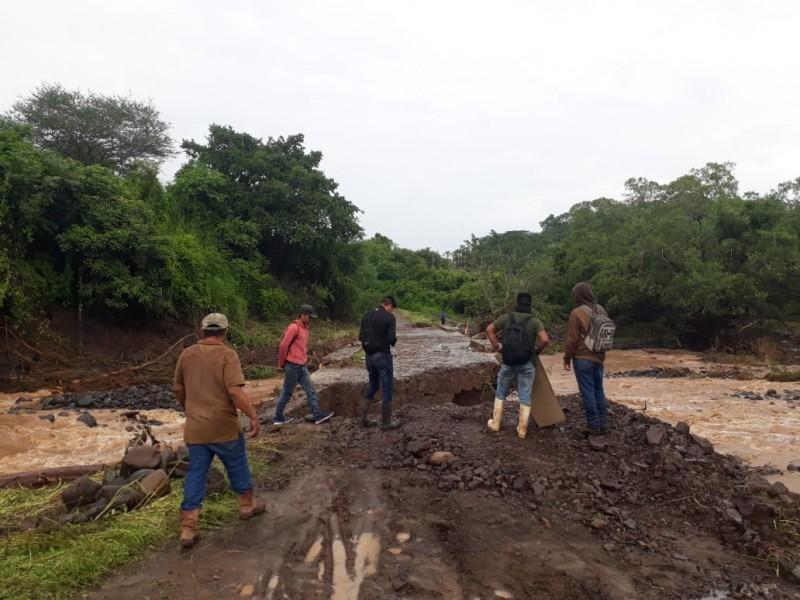 Lluvias devoran puente y dejan incomunicadas comunidades indígenas de Tepic