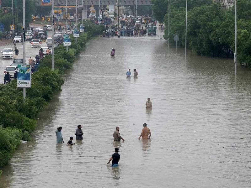 Lluvias en Pakistán causan al menos 90 muertes