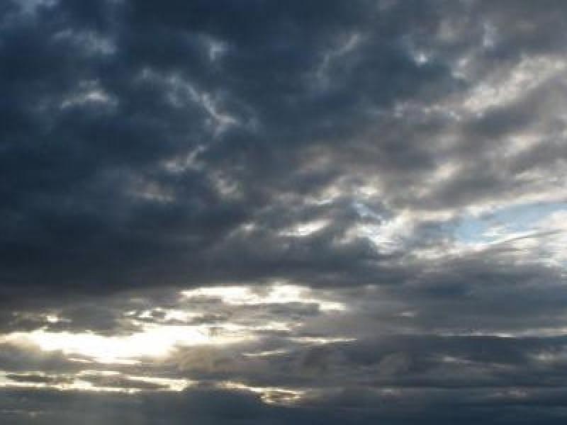 Lluvias y ligero descenso de temperatura, pronóstico de hoy