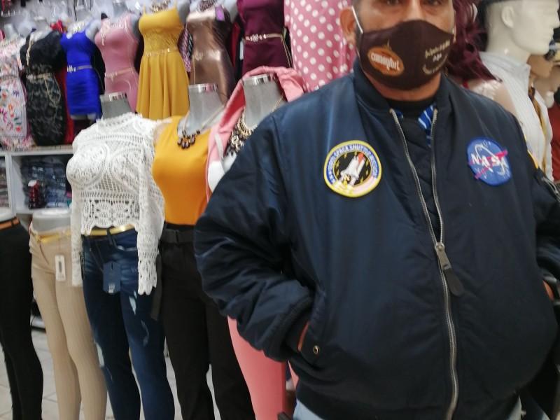 Locatarios del Mercado Comonfort luchan contra el coronavirus