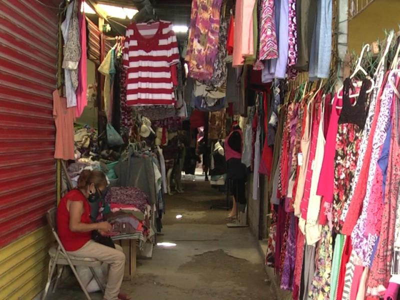 Locatarios fijos salieron a vender a las calles