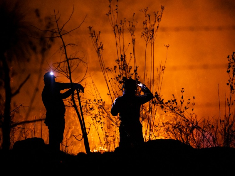 Logran sofocar incendio en Loma de Santa María