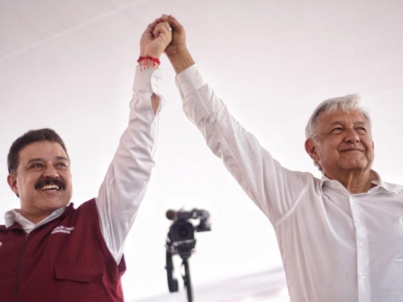 López Obrador bromea sobre renuncia de Carlos Lomelí