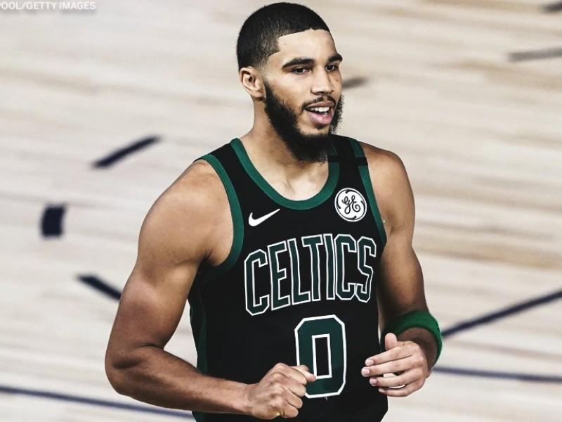 Los Celtics ganan y lideran la serie.
