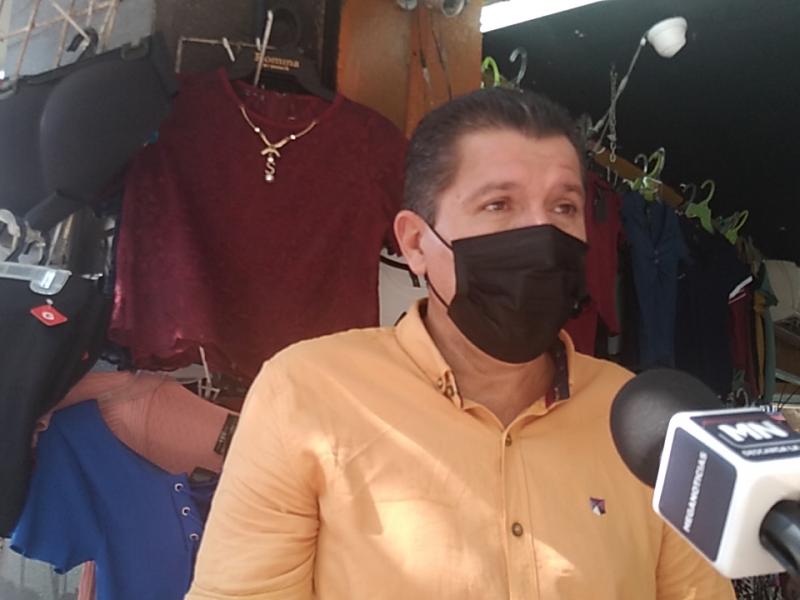 LOS COMERCIANTES SE MANTIENEN AL PENDIENTE DEL PASO DE