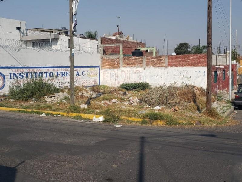 Lote baldío en Pino Suárez, vecinos denuncian contaminación