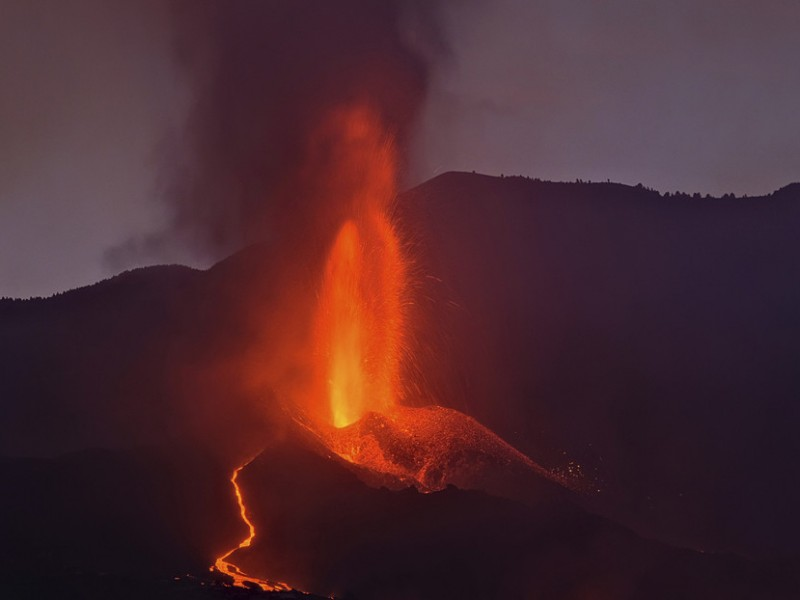 Luego de un breve freno, Volcán Cumbre vieja retoma actividad