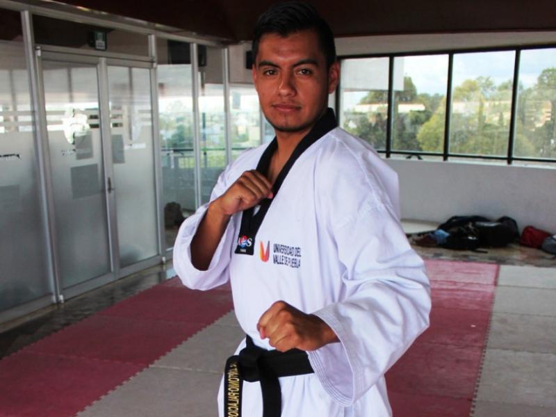 Luis Antonio, alumno UVP listo para campeonato TKD