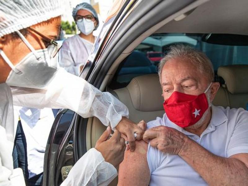 Lula se vacuna; pide a Bolsonaro dejar ignorancia y negacionismo
