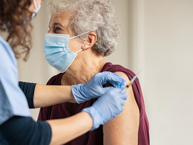 Lunes inicia vacunación a mayores de 60 años
