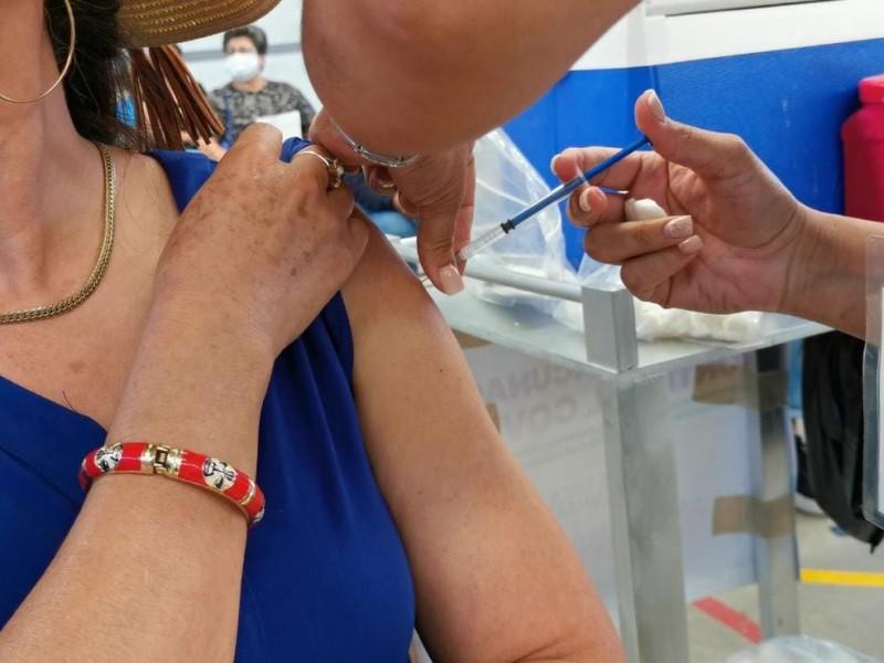 Maestros adscritos a La Piedad, reciben vacuna CANSINO.