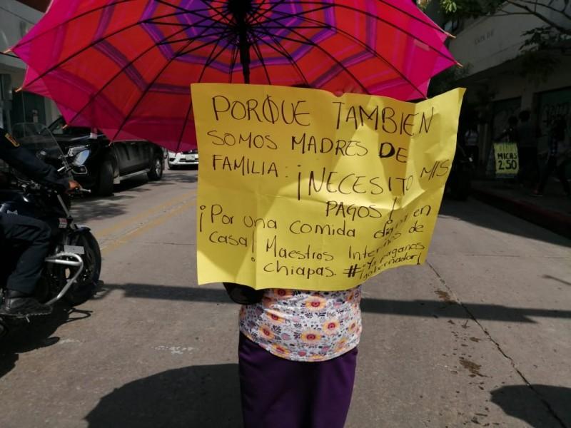 Maestros bloquean centro de Tuxtla Gutiérrez piden pagos pendientes
