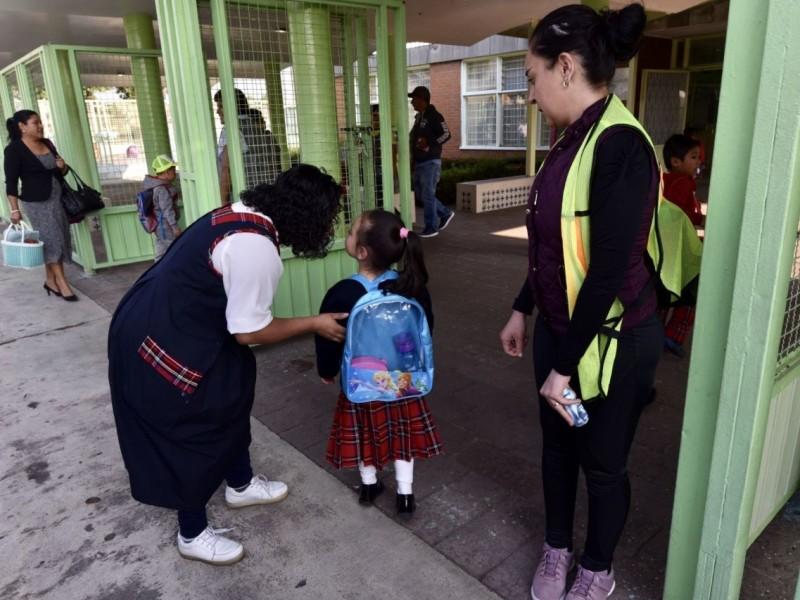 Maestros chiapanecos podrían ser de los primeros en recibir vacunación