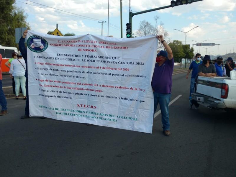 Maestros de Cobach Villa de Seris bloquean bulevar Vildósola