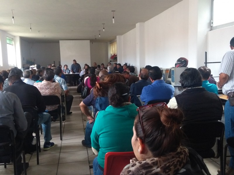 Maestros de la CNTE exigen impresión de certificados