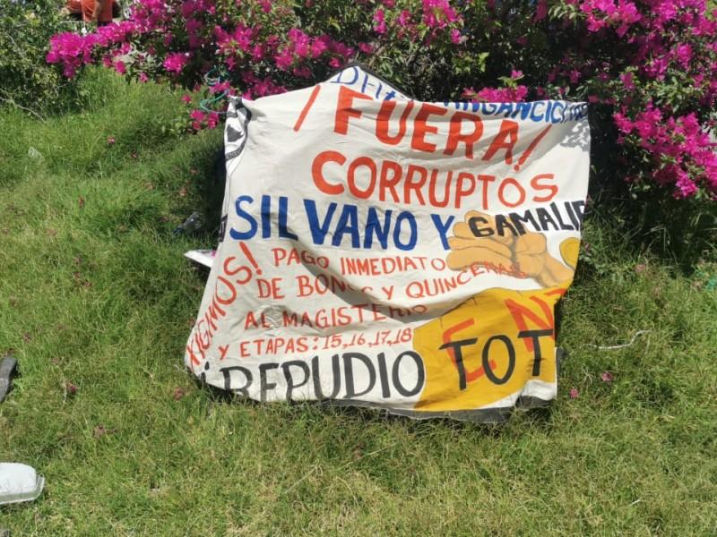 Maestros de la CNTE protestan incumplimiento de acuerdos
