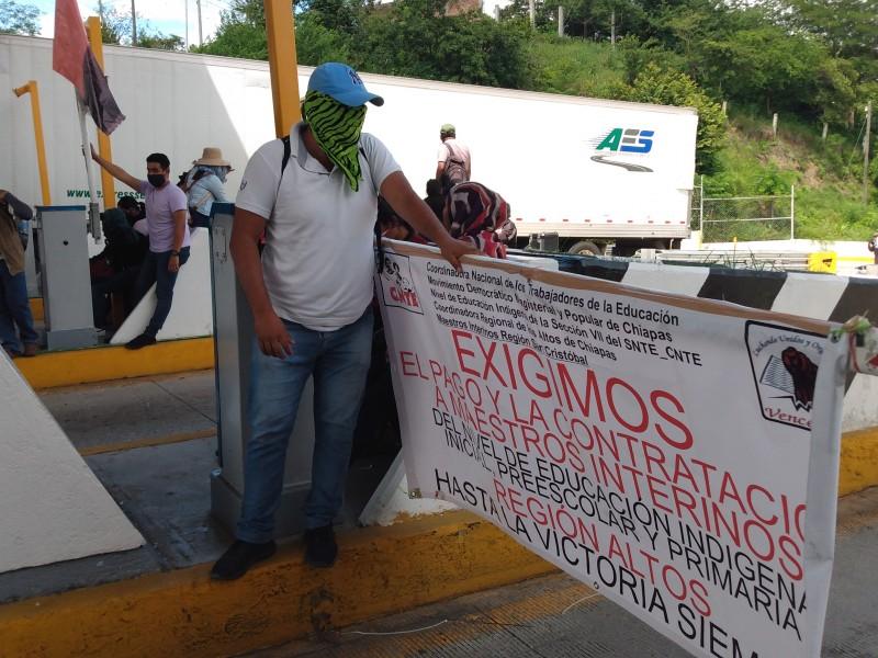 Maestros toman la caseta de autopista  Chiapa- San Cristóbal