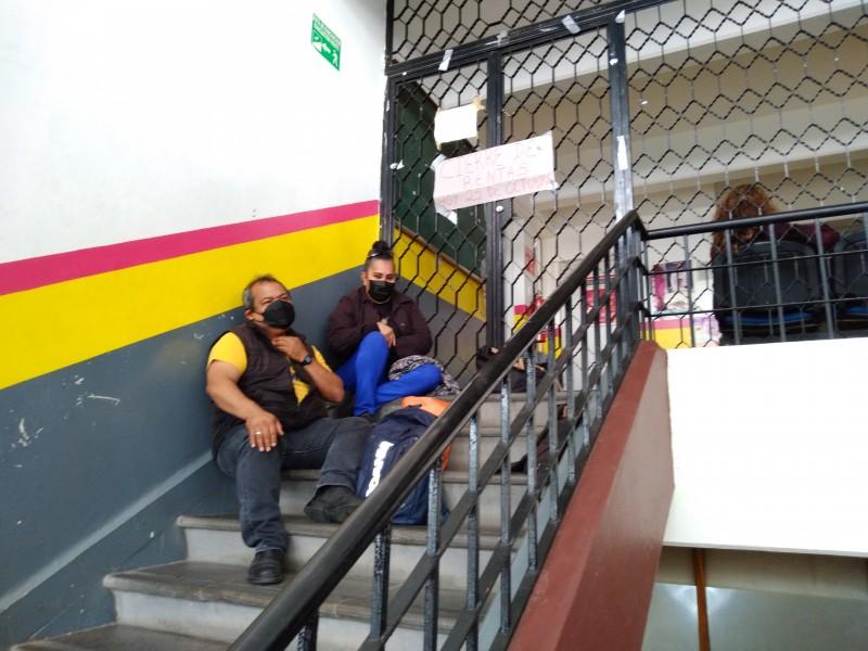 Maestros toman oficinas de rentas de forma indefinida en Zamora