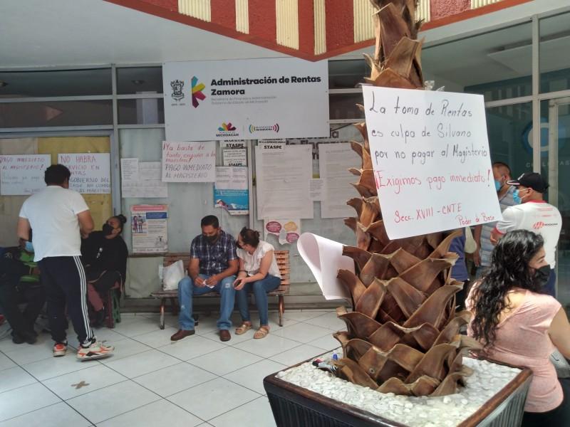 Maestros toman oficinas de rentas en la región Zamora