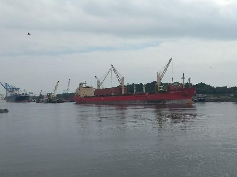 Malas condiciones climatológicas no afectan movimiento de barcos