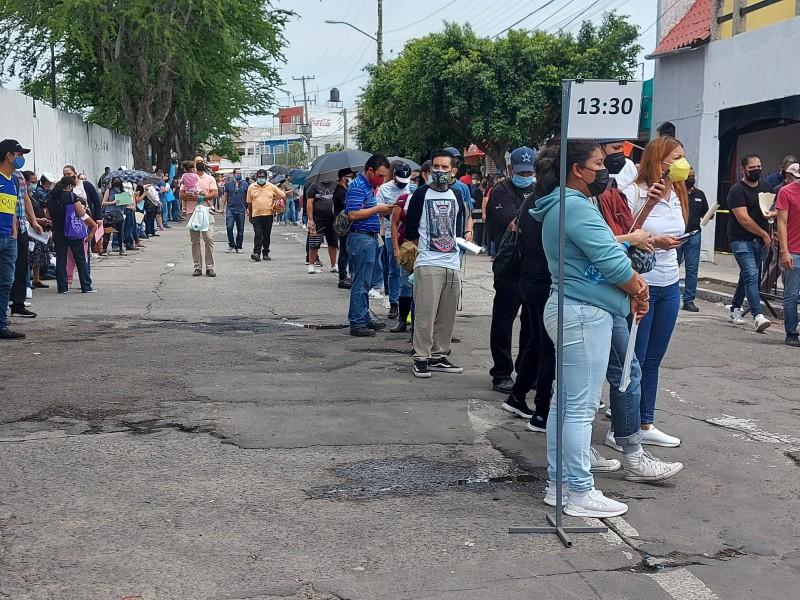 Mañana empiezan segundas dosis AstraZeneca a cincuentones en 25 municipios