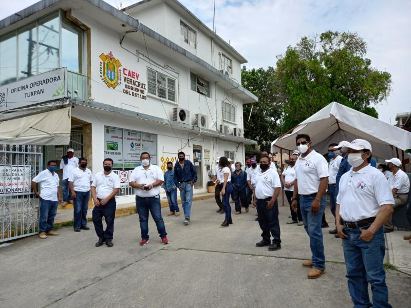 Manifestación en oficinas de CAEV Tuxpan