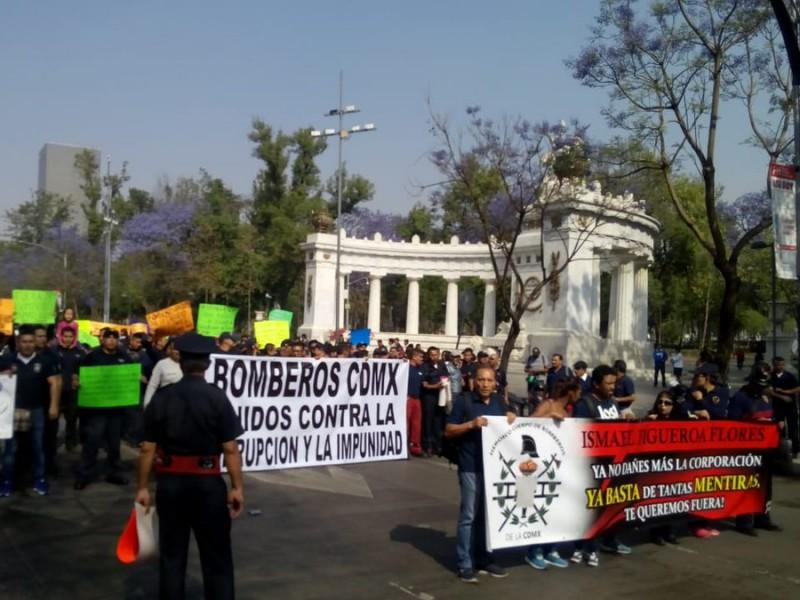 Manifestación llega al Zócalo capitalino