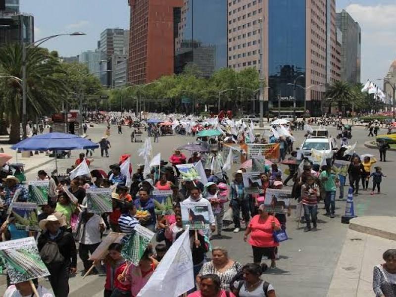 Manifestantes afectan vialidades en el Centro capitalino