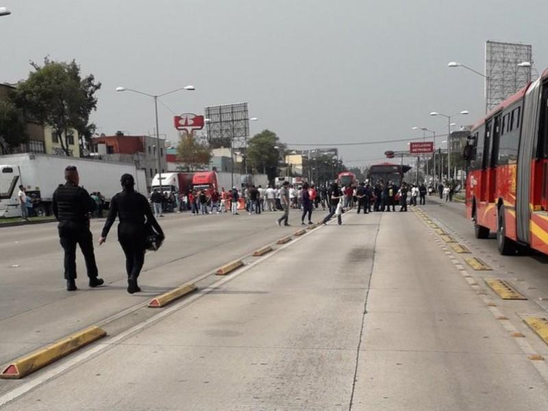 Manifestantes bloquean Calzada Vallejo durante media hora