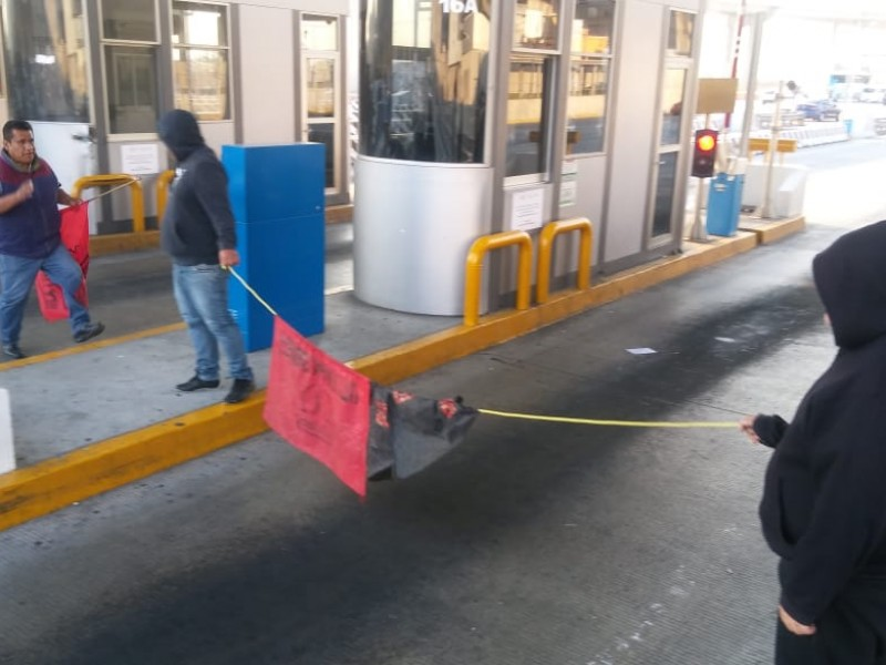 Manifestantes complican tránsito en México-Cuernavaca