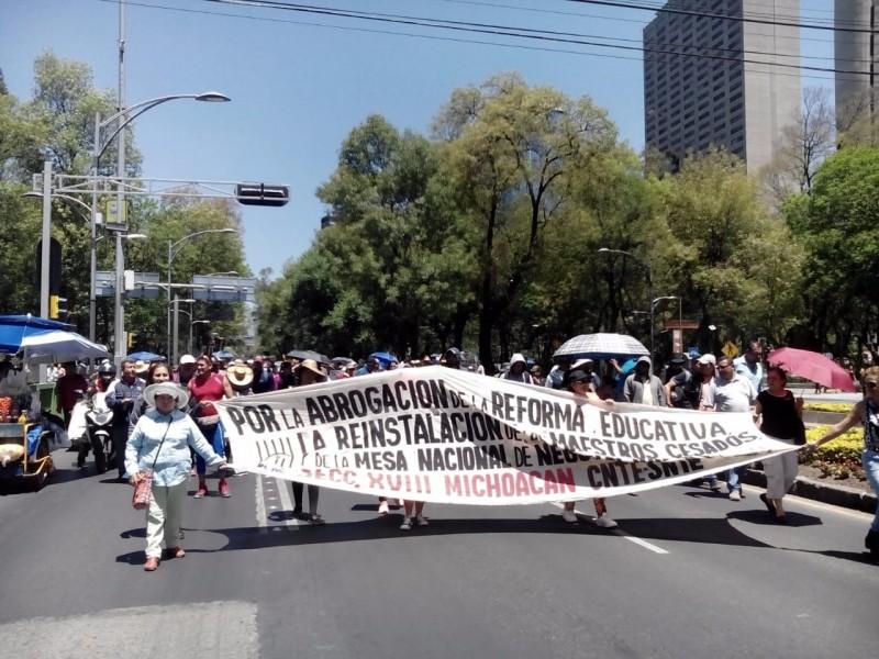 Manifestantes de la CNTE se aproximan a SEGOB