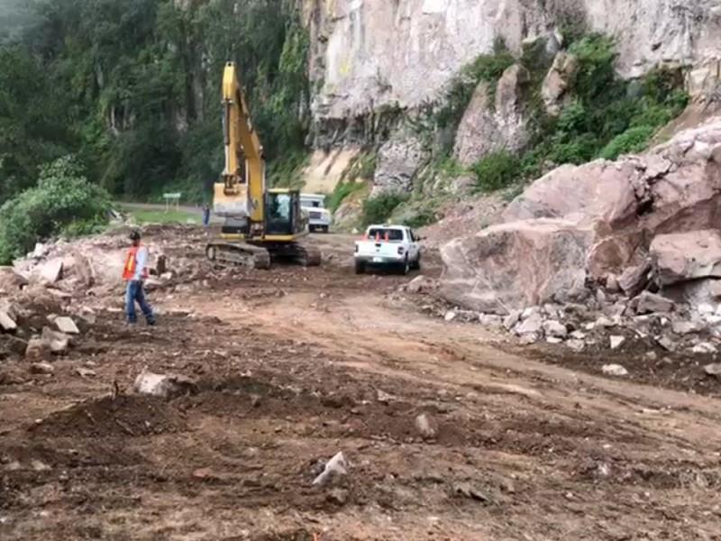 Mantienen cerrada la Mazatlán-Durango