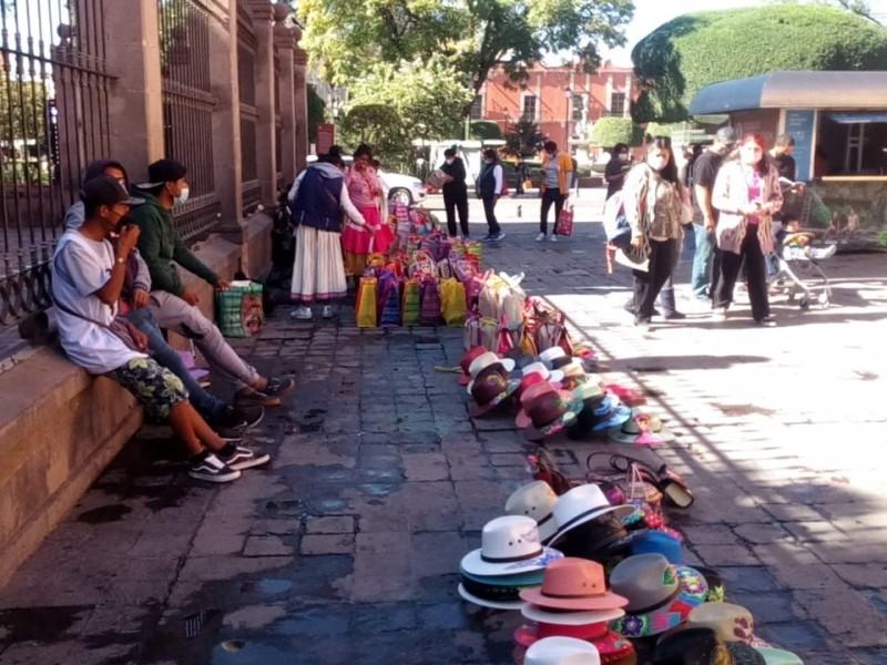 Mantienen diálogo con comerciantes locales y foráneos