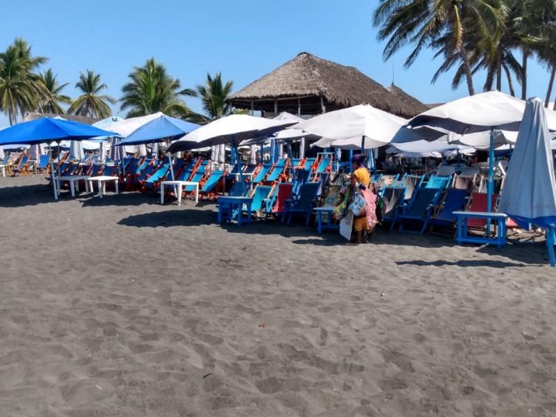 Manzanillo no cierra playas, pero sí retirarán a visitantes