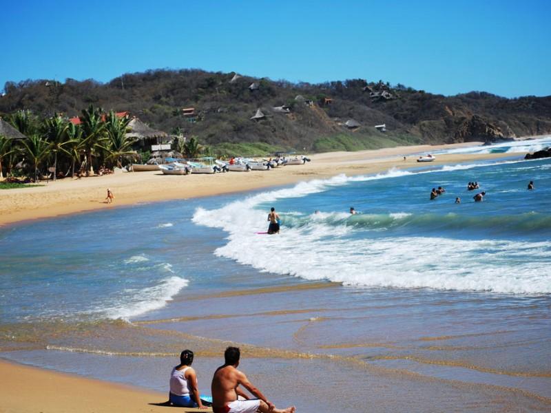 ¡Vacaciones terminan en tragedia! Mar arrastra a turistas en Oaxaca