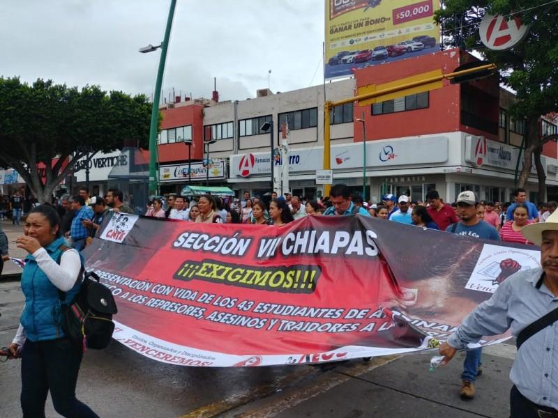 Marcha CNTE-MOCRI por aparición de 43 normalistas