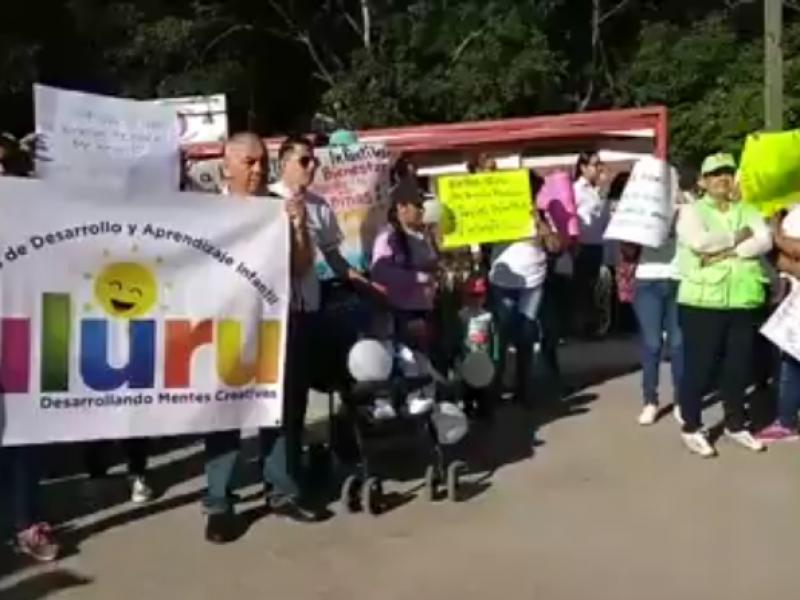 Marchan contra eliminación de subsidio a estancias infantiles