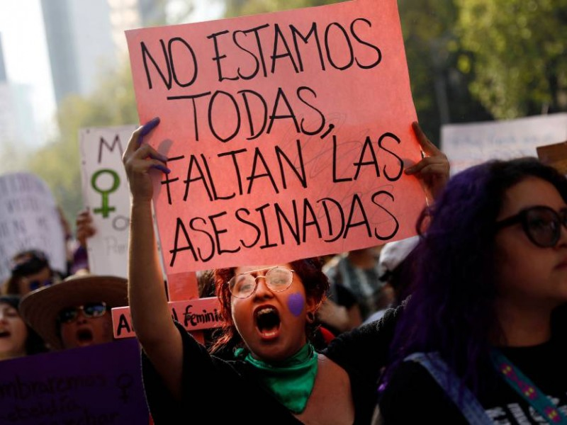 Marcha feminista; encapuchadas causan destrozos