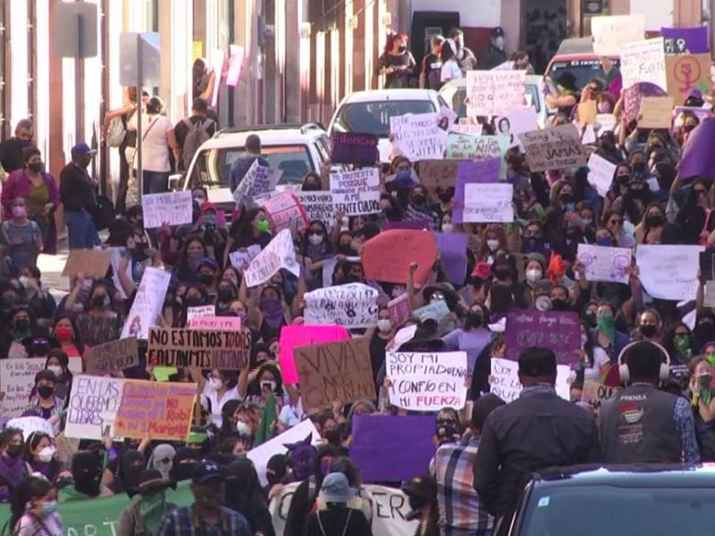 Marchan 2 mil zacatecanas en conmemoración del 8M