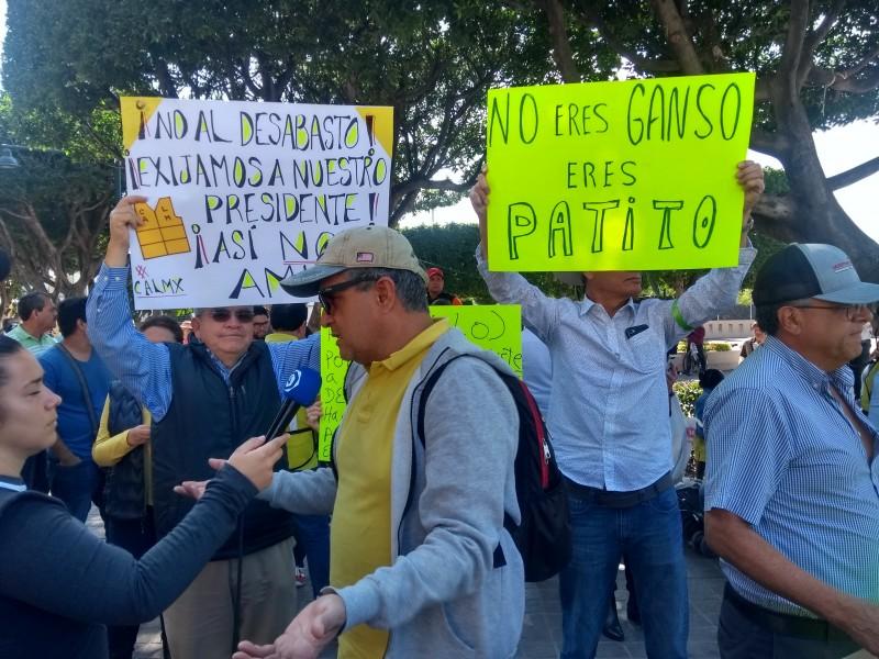 Marchan contra el desabasto de gasolina