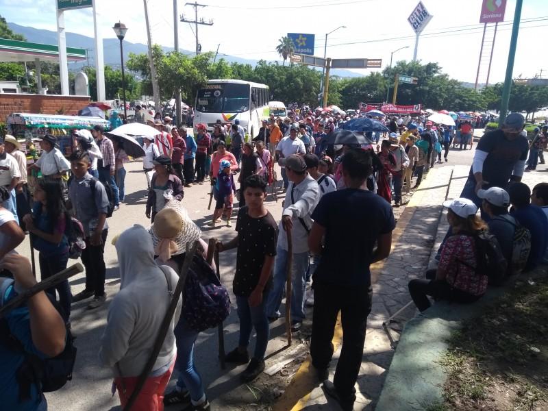 Marchan en cuarto aniversario de Ayotzinapa