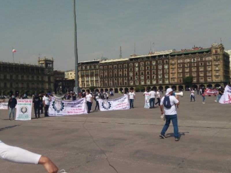 Marchan en México por el Día del trabajo