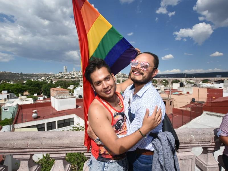 Marchan en Querétaro con orgullo