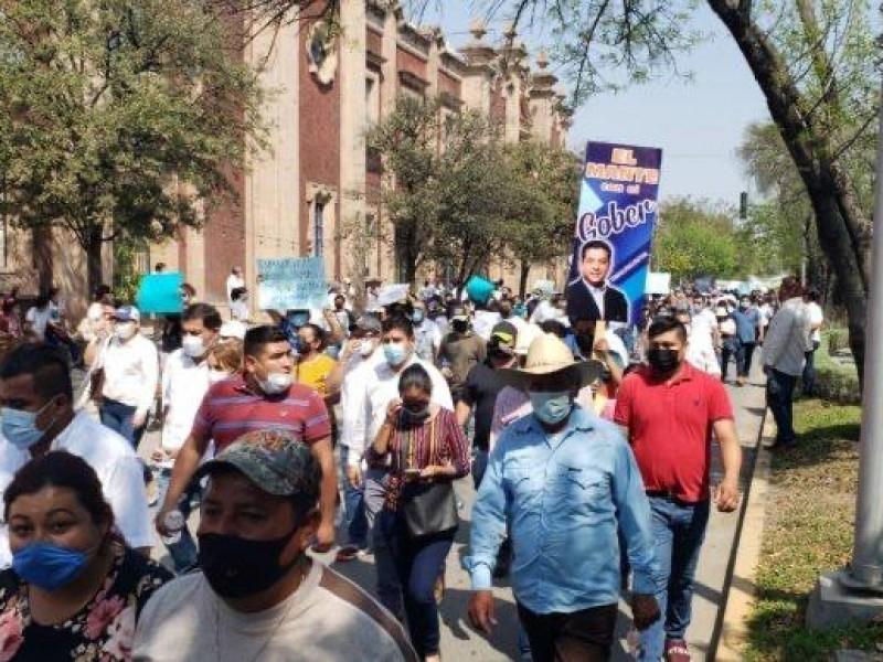 Marchan en respaldo a García Cabeza de Vaca