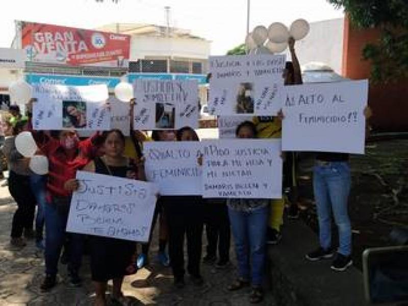 Marchan en Tapachula para exigir esclarecimiento de triple feminicidio